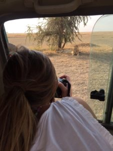 fotografiando en safari en parque del Serengeti