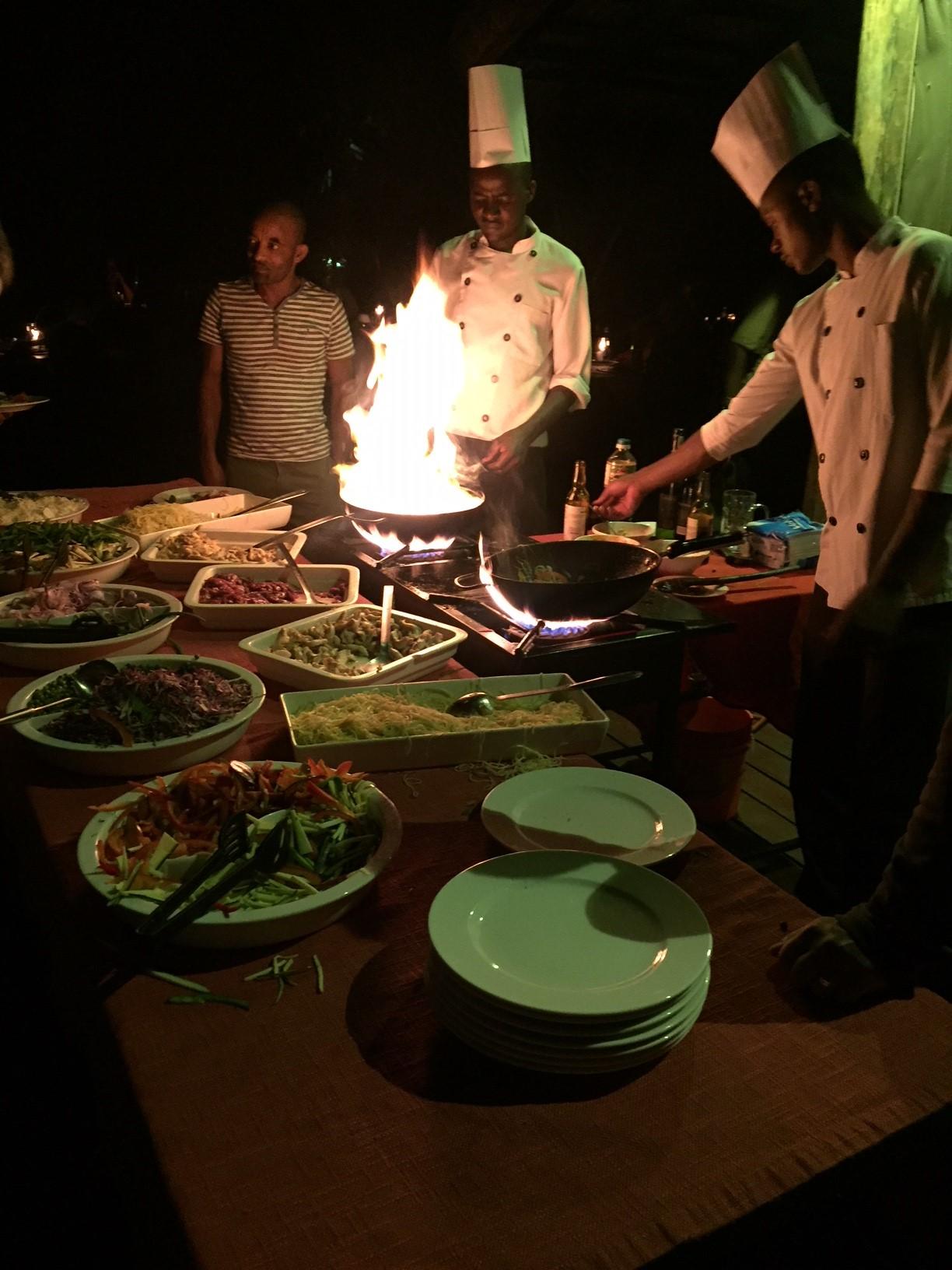 Showcooking en restaurante Maramboi Tended Campa Tanzania