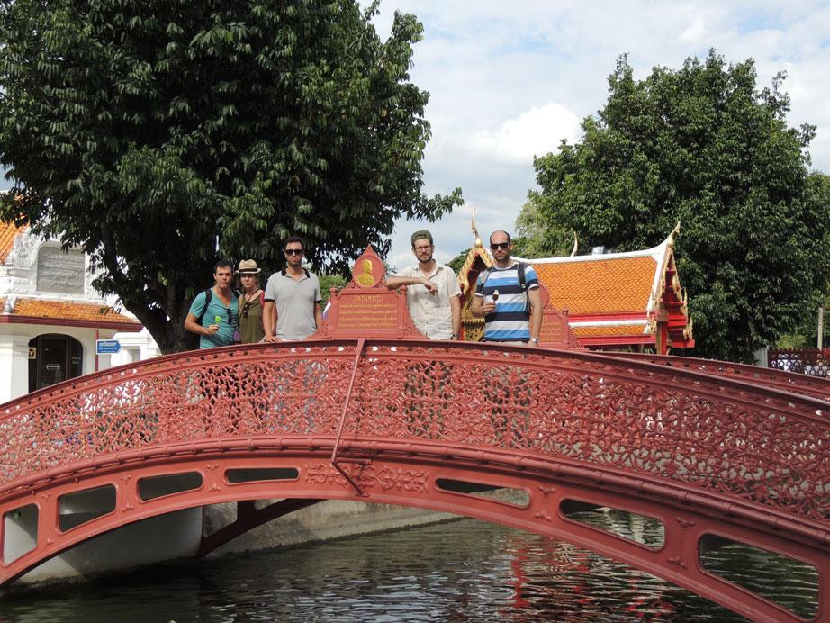 Puente en el templo de mármol Tailandia